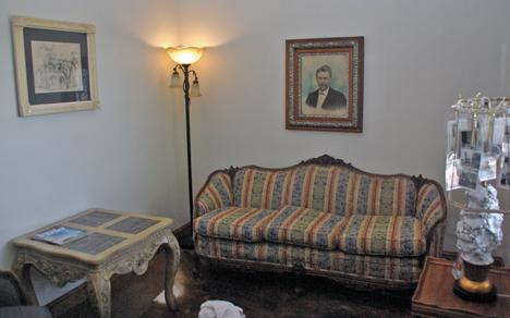 The living room of the Hof cabin has a German atmosphere.