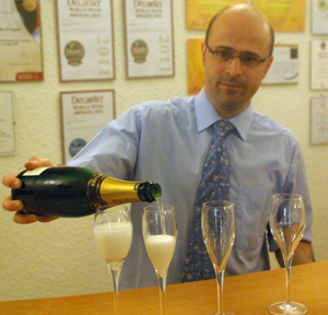Champagne tasting at the cooperative Beaumont des Crayerers in Maroueil
